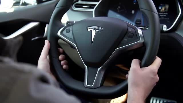 عملکرد خودرو تسلا اس با قابلیت خودران در بزرگراه