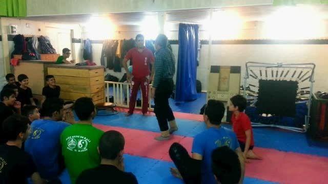 اجرای حرکات ورزشی و رزمی توسط پیشکسوت اصفهانی