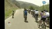 دویدن خر همراه با گروه دوچرخه سواری- ایران -