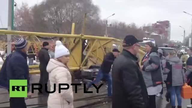 سقوط جرثقیل روی ماشین و دو کشته در روسیه