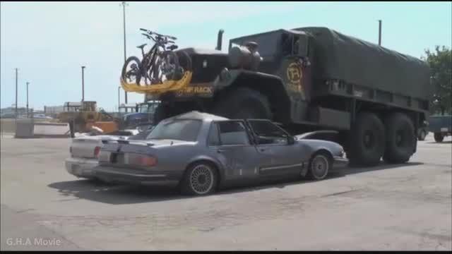 له کردن خودرو ها توسط تانک ها و کامیون های نظامی