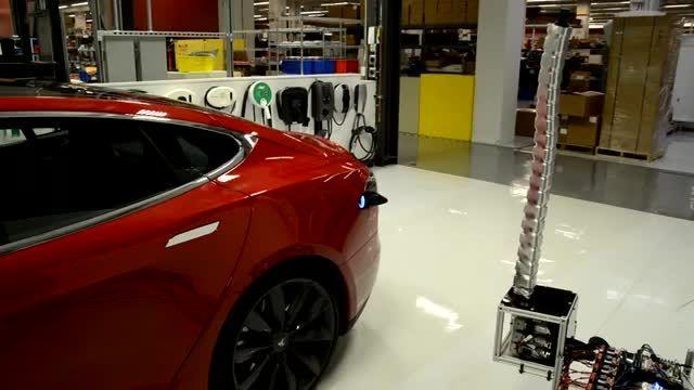 ربات مار شکل تسلا برای شارژ خودروهای الکتریکی