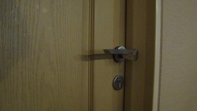 آموزش باز کردن فقل در با سنجاق قفلی
