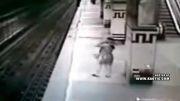 خوکشی وحشتناک زن افسرده در مترو !!