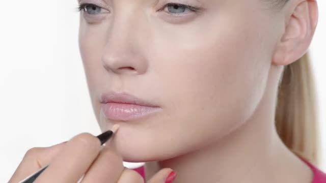 عطر سفیر - آموزش آرایش با محصولات حرفه ای دیور