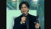 شاهرخ خان هنگام دریافت جایزه فیلم فیر برای chakde india