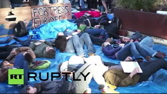 تظاهرات حامیان پناهجویان در مقابل پارلمان اروپا