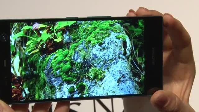 فوجیتسو اولین گوشی هوشمند مجهز به اسکنر عنبیه 2