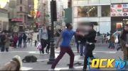 واکنش مردم به کتک خوردن یک بچه در خیابان  ( ock tv)