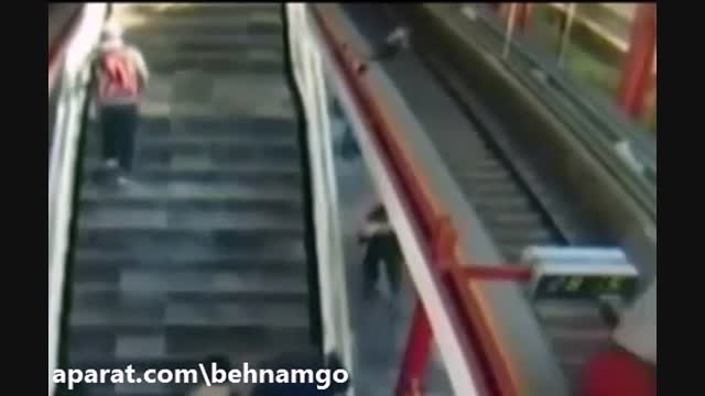 خودکشی فجیع دختر در مترو..!