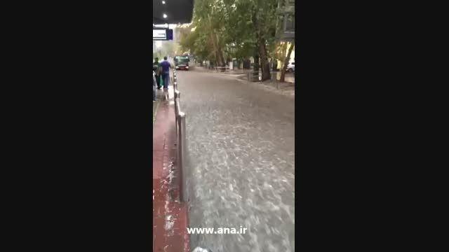 جاری شدن سیلاب در خیابان ولی عصر تهران