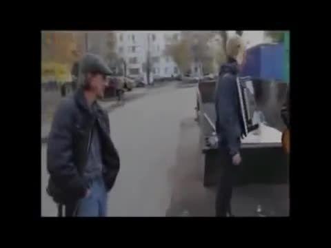 ظهور ناگهانی و اسرارآمیز مردی در فیلمبرداری در روسیه!!!