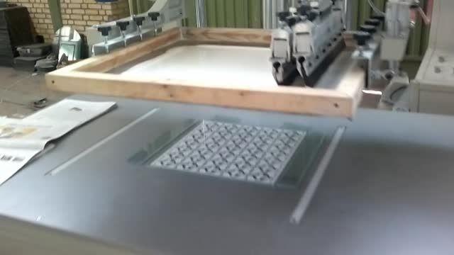 دستگاه چاپ سیلک جهت شیشه چراغ روشنایی سقفی