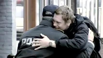 رفتار دیدنی پلیس دانمارک با دوچرخه سواران بدون کلاه