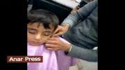 چرت یک کودک هنگام اصلاح سر در آرایشگاه