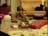 قرآن خواندن پسرم کمیل (البته دستش تقویمه نه قرآن)