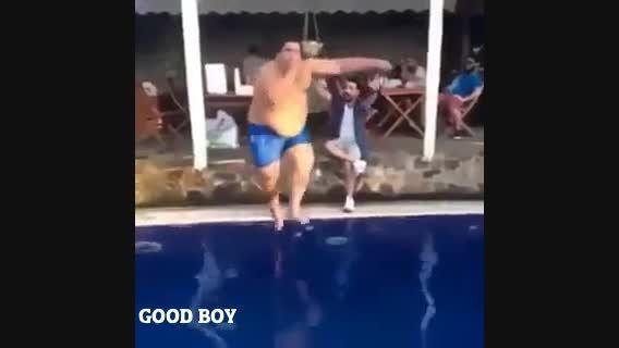 تبعات دردناک پریدن یه آدم چاق تو استخر :D