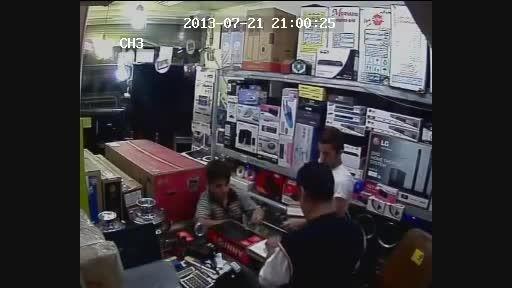 سرقت از مغازه های موبایل فروشی!
