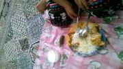 غذا خوردن دختر بچه