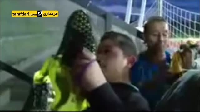 اشک های هوادار نوجوان پس از گرفتن هدیه از کاسیاس