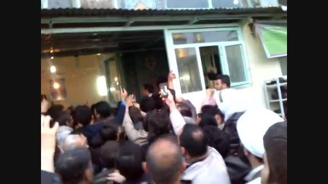 جمعیت استقبال کننده از احمدی نژاد در مسجد طفلان قم