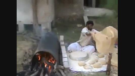 پخت نان های بسیار بزرگ در سیستان و بلوچستان
