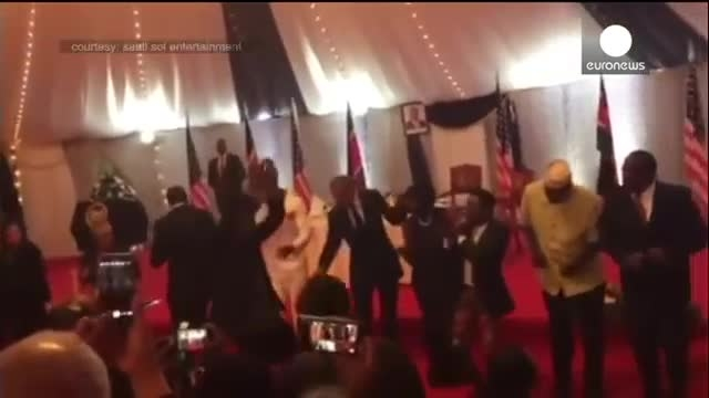 رقص اوباما در مهمانی شام در کنیا !