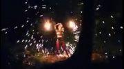 هنرنمایی شگفت انگیز و دیدنی دختر با آتش!...