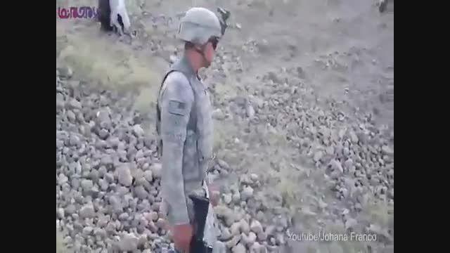 تفنگدار آمریکایی مزه لگد شتر افغان را چشید