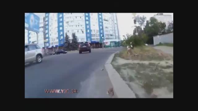 چگونه یک شاسی بلند را در خیابان چپ کنیم؟