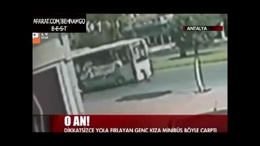 خودکشی دختر نوجوان در خیابان..