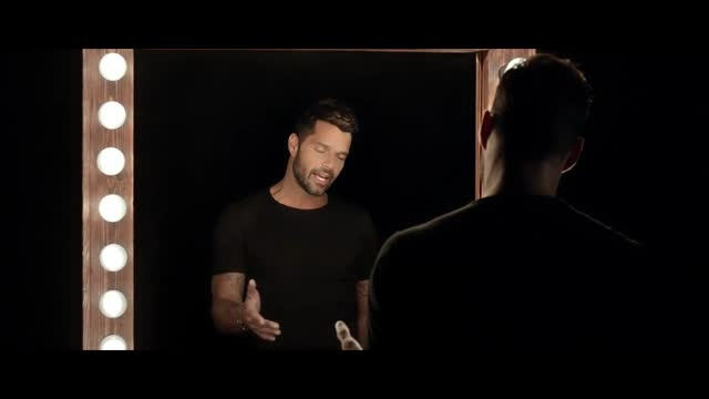 آهنگ اسپانیایی ریکی مارتین با نام Disparo al Corazón