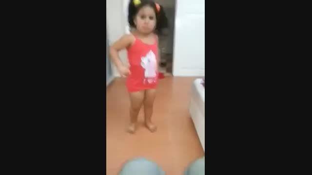 رقص بچه کوچک (دختر )