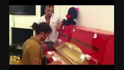 """اجرای زنده """"امیر تتلو"""" بر روی پیانو """"اردلان طعمه"""""""
