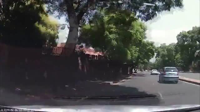 تعقیب و گریز سارق خودرو و پلیس آفریقای جنوبی
