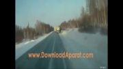 تصادف کامیون با برف کنار جاده
