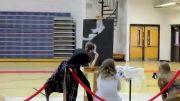 مهارت این دختر در نقاشی سروته !