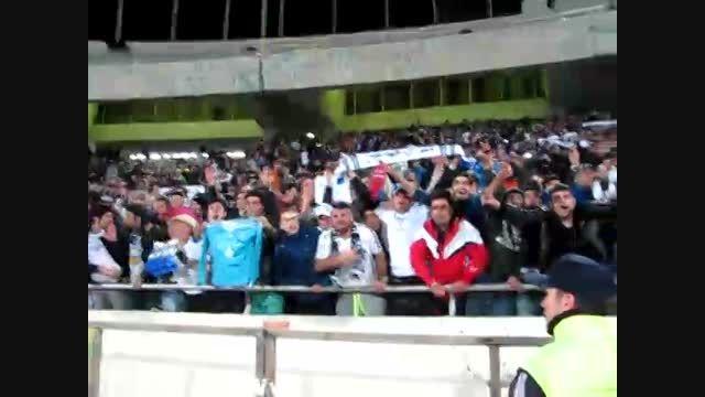 شادمانی بازیکنان و هواداران ملوان پس از فتح آزادی