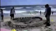 گودالی عجیب در ساحل !!
