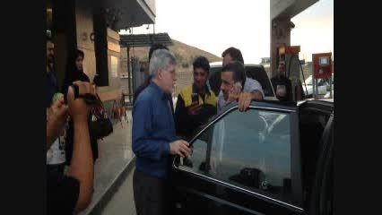 سلفی با دکتر احمدی نژاد در پمپ بنزین!