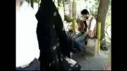 اجرای موزیک خیابانی در یکی از خیابان های تهران