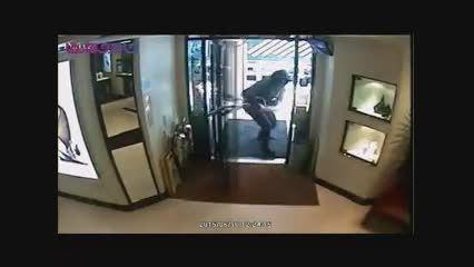 سرقت مسلحانه حرفه ای از یک جواهر فروشی+فیلم