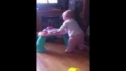 هرگز پیش بچه عطسه نکنید