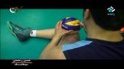 امضاء بازیکنان والیبال روی توپ