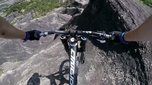 حرکات زیبای دوچرخه سواری کراس در بهترین نقطه جهان{HD}