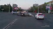 تصادف سه خودرو در چراغ قرمز