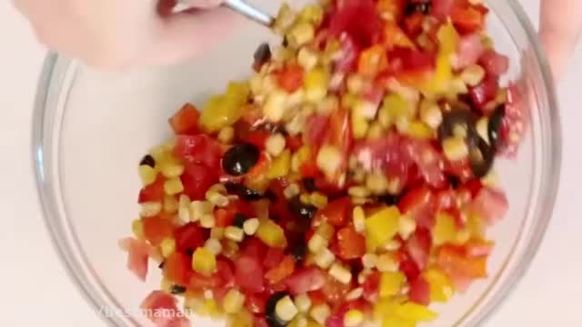 سالاد فلفل دلمه ای و گوجه