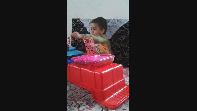 کودکی که برای خودش تولد گرفته.... با امکانات خودش ....