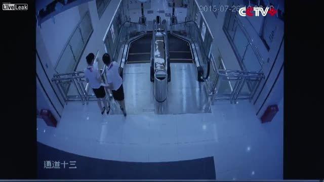 احساس خطر کارکنان از پله برقی چینی قبل از حادثه
