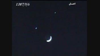 ماه و دو ستاره در کنار آن